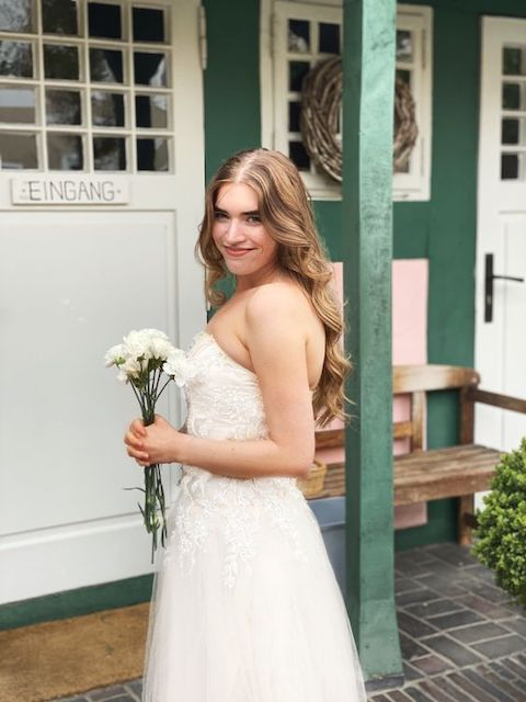 how to look stunning in your wedding pictures