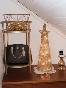 5 ideas on how to decorate cohesive with thrifted Christmas decor